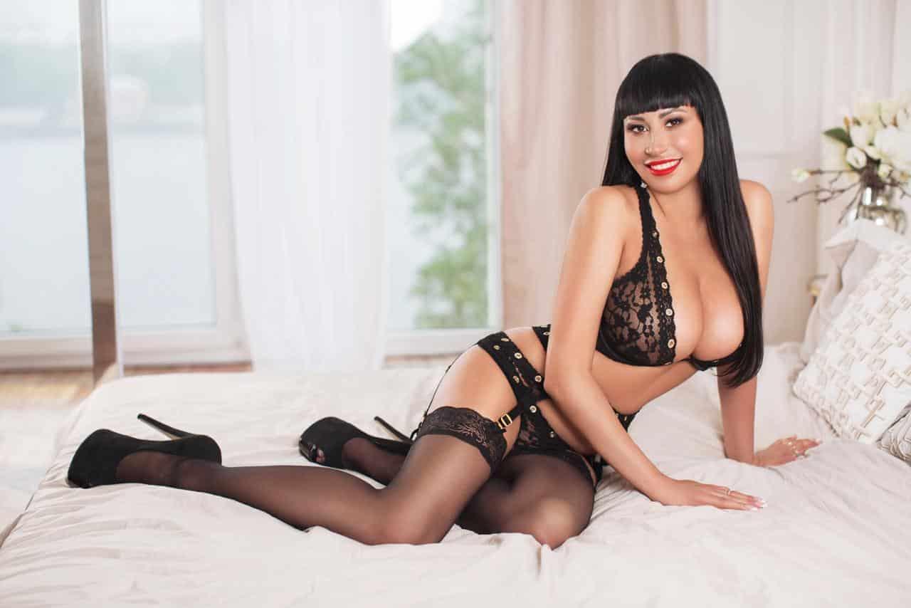 dreamgirls-sexy-escort-athens-kira-boobs (9)